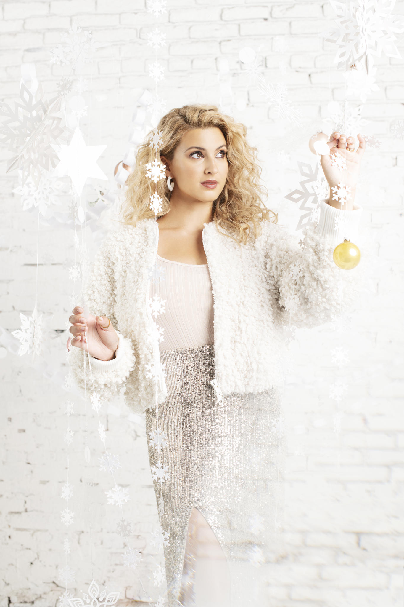 Tori Kelly Announces 'A Tori Kelly Christmas' for October 30